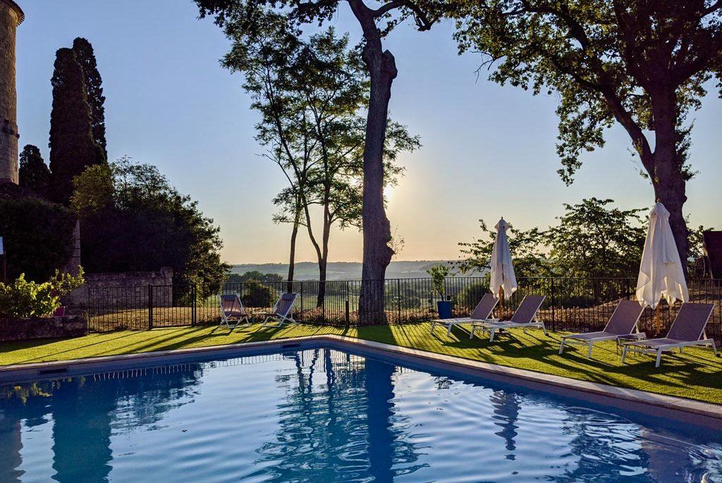 Coucher de soleil vu depuis la piscine du Château des Fousseries, Condom, Gers